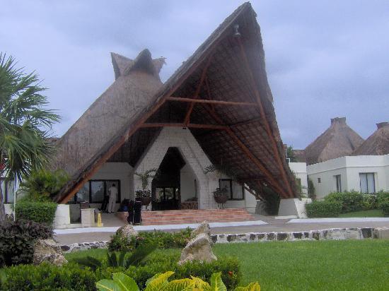 Azul Beach Resort Riviera Maya: L'entrée de l'hôtel