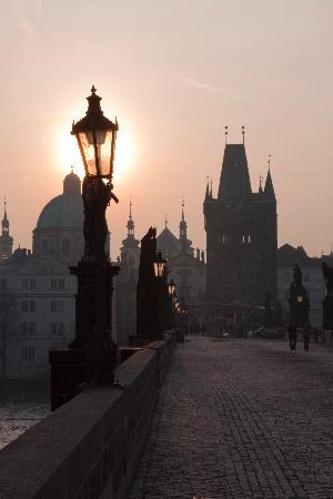 U Zlate Studne Hotel: Charles Bridge at Dawn