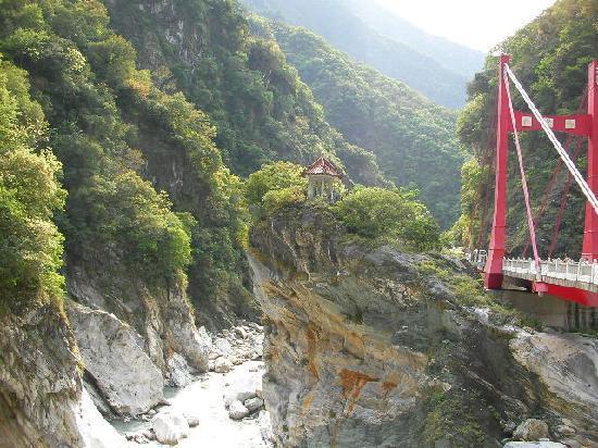 Taroko-kløfta: 慈母橋(激流に流された母子の悲劇から蒋介石が名付けたそうです)