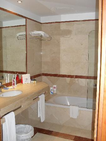 VIK Gran hotel Costa del Sol: Lovely new bathrooms