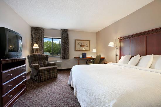 Baymont Inn & Suites Sioux Falls : King Suite