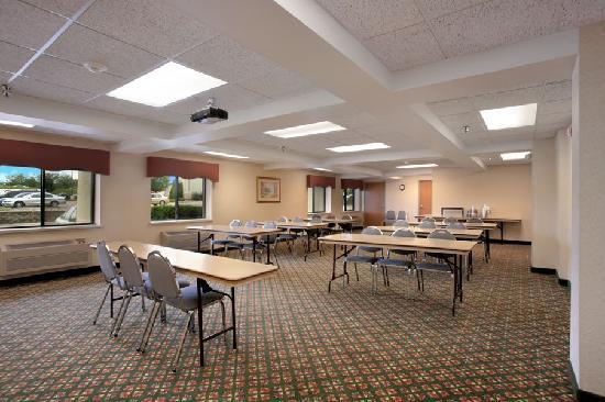 Baymont Inn & Suites Sioux Falls: Meeting Room--seats 50!