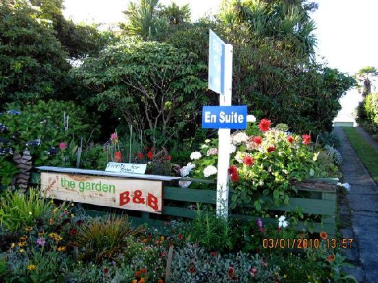 The Garden B&B : B&B Driveway/Entrance