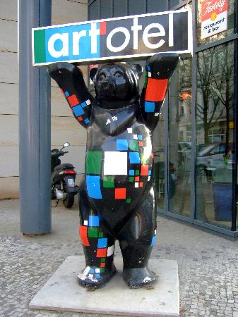 art'otel berlin kudamm: Outside Hotel