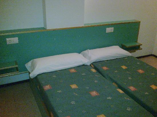 Apartaments Xaine Sun: Las camas, las cuales te tienes que hacer tú...