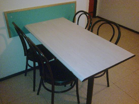 Mesas de comer top cocinas con mesa para comer buscar con for Mesas de comer