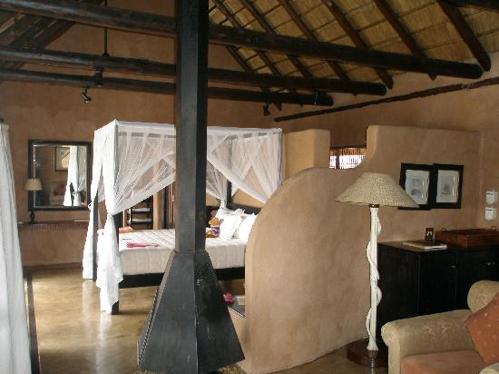 Makalali Private Game Reserve, South Africa: Master bedroom part of Hambleden suite
