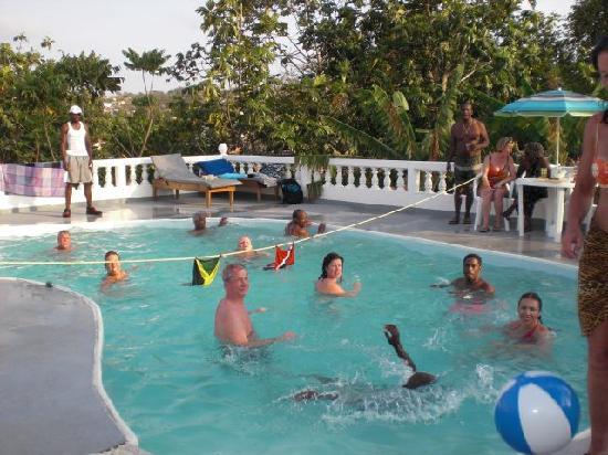 Tropical Breeze Villa: Pool Volleyball