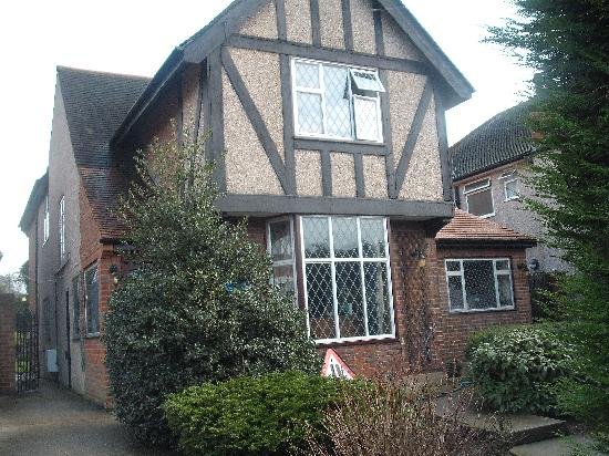 Edgware Bed and Breakfast: the house from the street