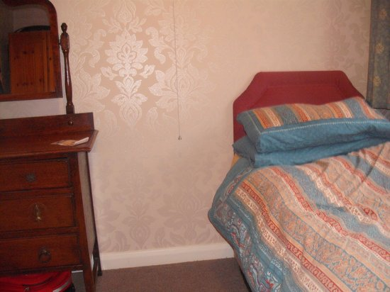 Edgware Bed and Breakfast: my single room, small but so cozy...