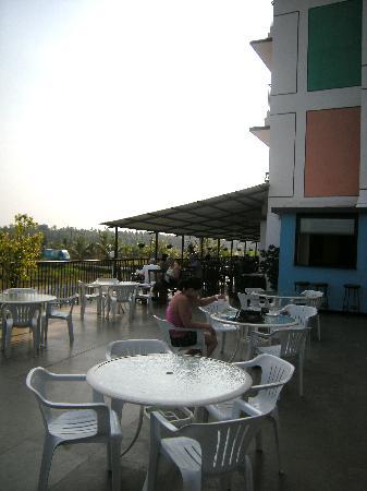 Palmarinha Resort & Suites: The terrace off the restaurant