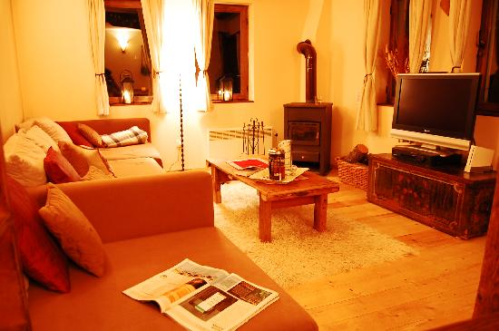 White Chalets Bansko - Chalet Soltir: Cosy Lounge with a wood burning stove
