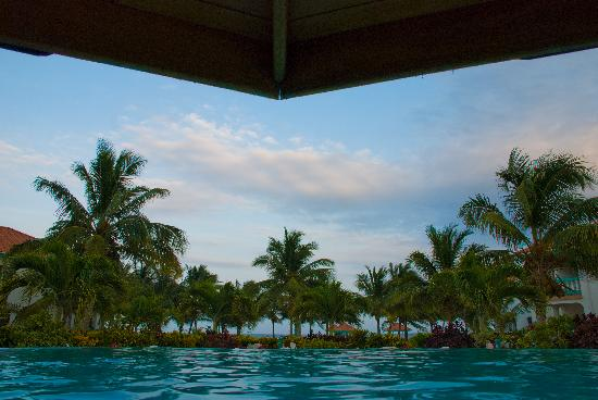 Belizean Shores Resort: View from the pool bar out towards the ocean