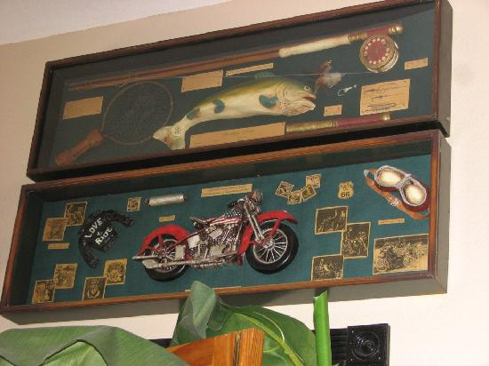 Main Street Bar & Grill: Wall decor