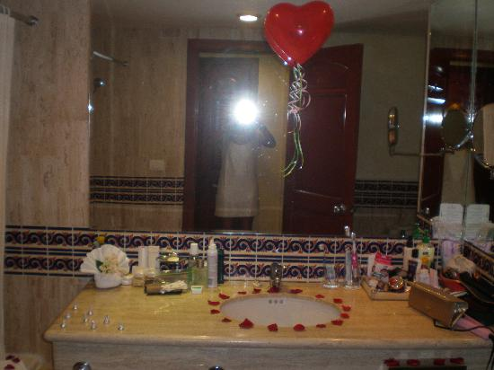 Grand Bahia Principe Coba: Our decorated bathroom when we got engaged