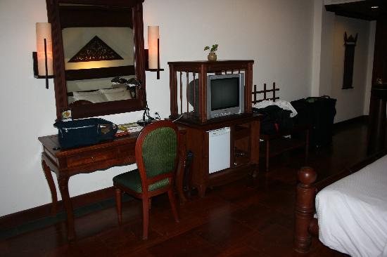 Borei Angkor Resort & Spa : Desk Area