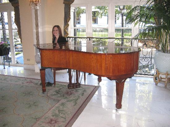 Omni Royal Orleans: Piano in the lobby of the Omni Royal
