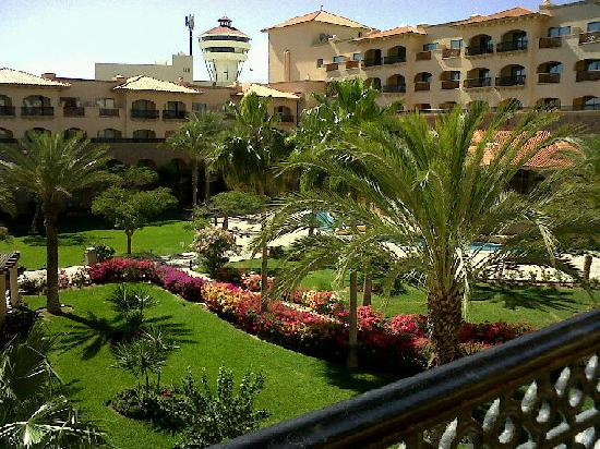 Royal Solaris Los Cabos: Courtyard area of Resort