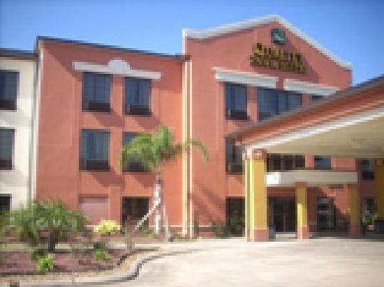 Quality Suites Sulphur: Interior Property