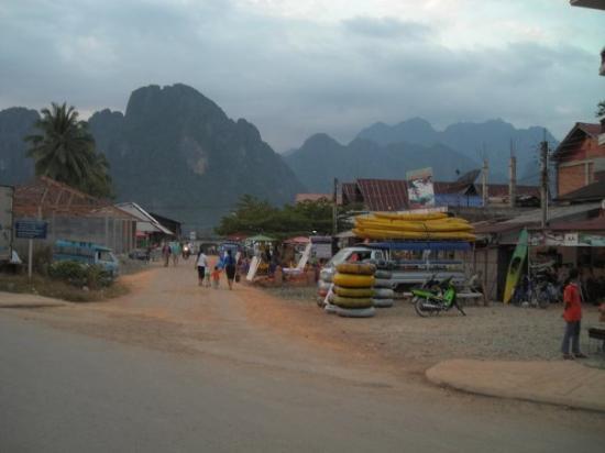 Vang Vieng, Laos: VangVieng tubbing shop