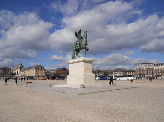 King Louis the XIV statue outside of the Chateau Versailles