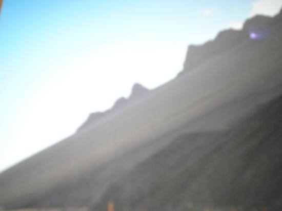 Vik, Island: le montagne ai suoi lati totalmente lisce