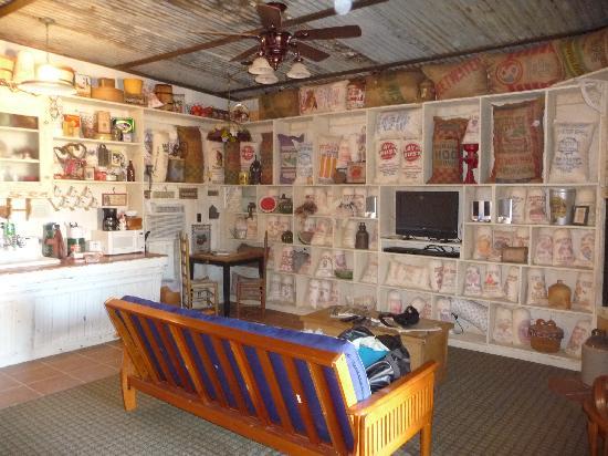 River Road Ranch Resort: living room