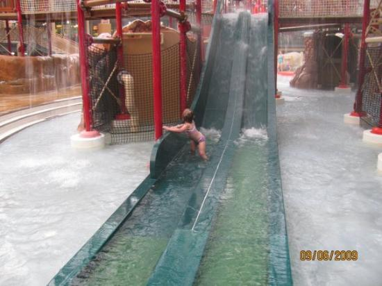 McGaheysville, Wirginia: A totally INDOOR water park!  Open all year round.