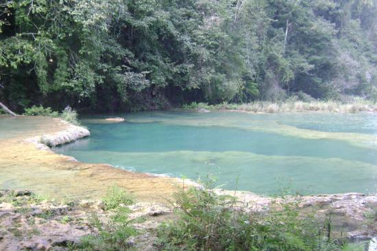 Lanquin, Gwatemala: We got to the park around 3PM ( a lil' late ), and had it all to ourselves.