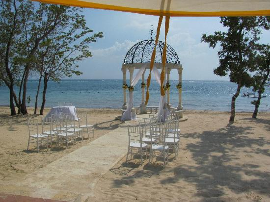 a48d32728 Gazebo where the wedding took place - Picture of Sandals South Coast ...
