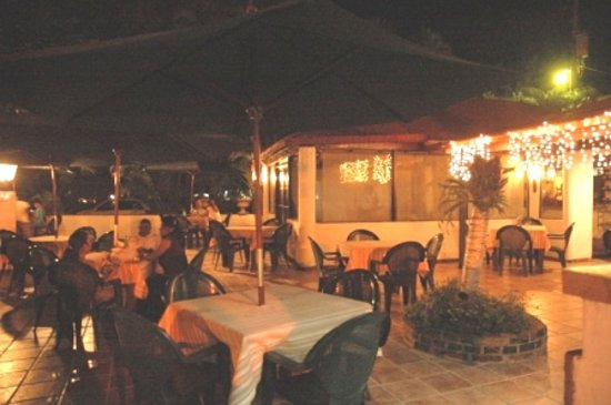 La Parrillada Steak House: Outdoor patio