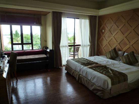 Langkawi Lagoon Beach Resort: Deluxe Sea View