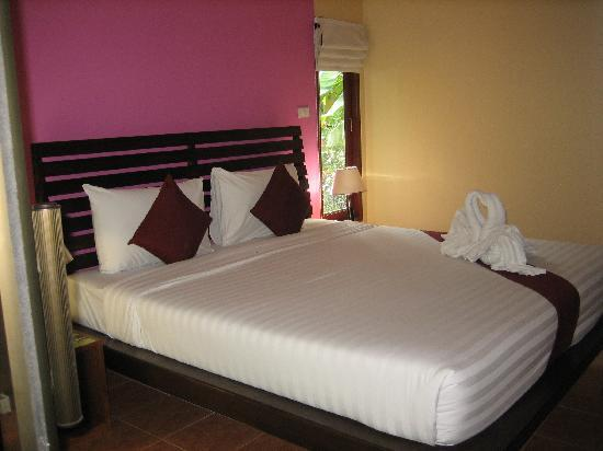 Sunda Resort : A very comfortable bed in Canal View Room