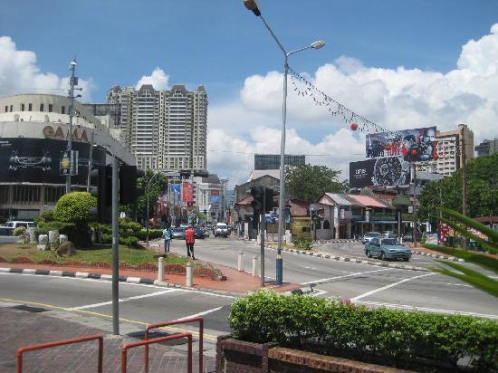 Hotel Jen Penang by Shangri-La: Shopping outside