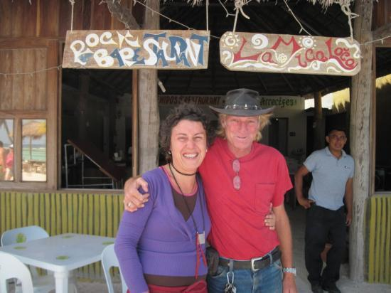 Mahahual, Mexico: Our friends, Mica and Douglas (Crocodile Dundee) at their bar/restaurant, La Mica Loca, Majahual