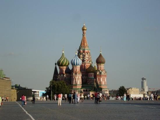"""St Basils Katedral: I was smiling like a """"kai"""" person as I approach this St. Basil Cathedarl...I've never thought i"""