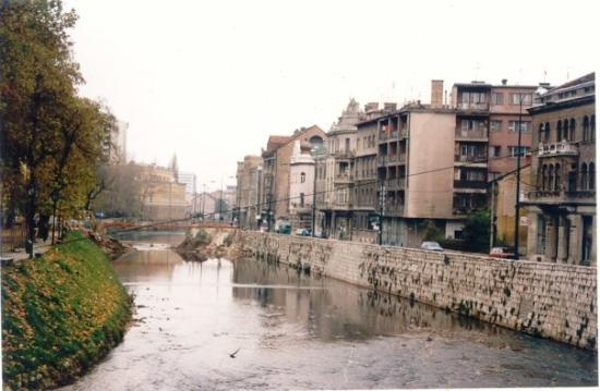 Bascarsija: Sarajevo, the river that cuts the city into two parts was the border between the Serbs (the bank