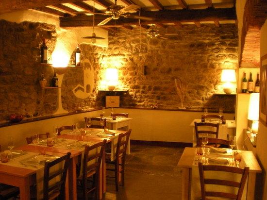 Osteria New Conte Max: sala interna