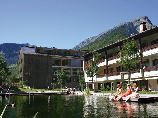Hotel Krone : Gartenanlage mit Natur-Badesee