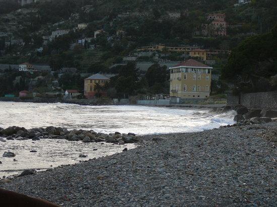 Ventimiglia, İtalya: Latte spiaggia