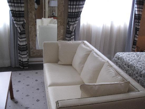 Hotel Perusia: in camera : la zona giorno