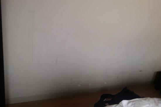 Hotel Patou: schmutzige Wände