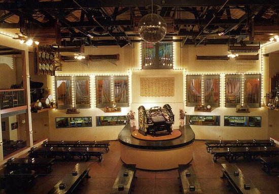 Organ Stop Pizza: Organ and Overall View