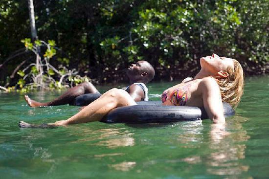 Wildfitness - Baraka House : Mida Creek float on Wildfitness course