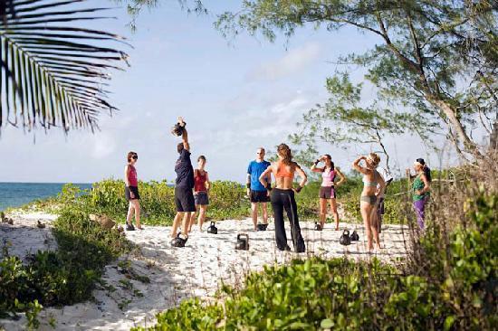 Wildfitness - Baraka House : Kettle bell training on Wildfitness course