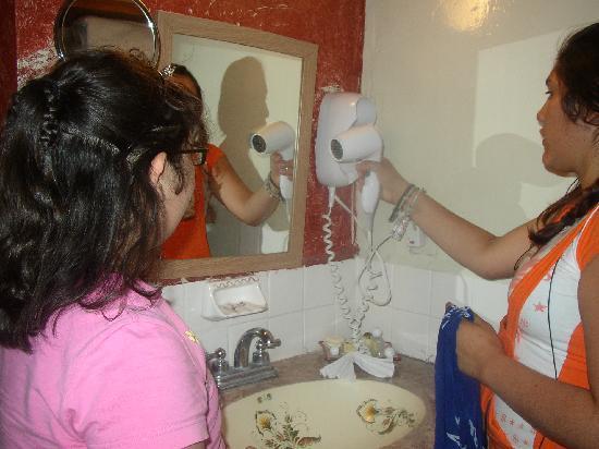 El Marques Hacienda Hotel: Guanajuato Mexico. Hacienda del Marques. Secadora de pelo en el baño