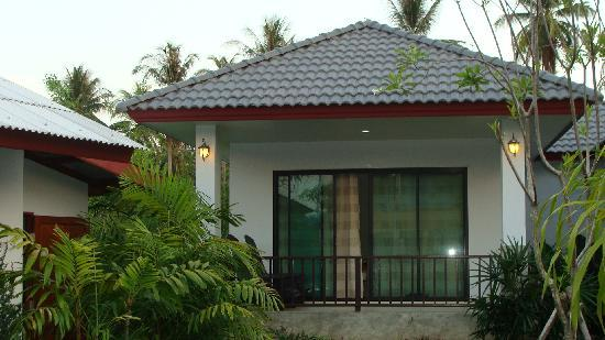 Tanamas House: 2 Bungalows opposite the reception