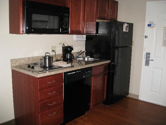 Candlewood Suites Ft. Lauderdale Air/Seaport: kitchen