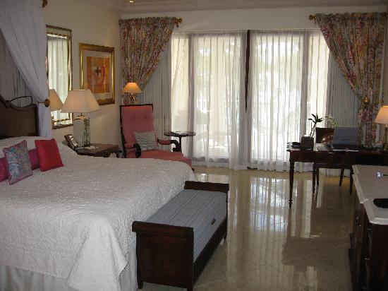 Sandy Lane Hotel: Luxury Ocean Room bedroom