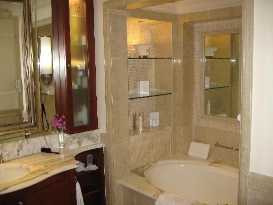Sandy Lane Hotel: Luxury Ocean Room bathroom